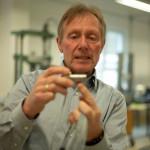 Uwe Schleichert ist seit zehn Jahren Geschäftsführer der Velomat Messelektronik in Kamenz. Sensoren, die  hier hergestellt werden, sorgen zum Beispiel in Aufzügen für Sicherheit. © René Plaul